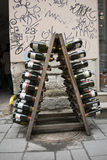 Bottiglie di vino come decorazione Fotografie Stock