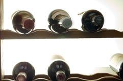 Bottiglie di vino in cremagliera Immagini Stock Libere da Diritti