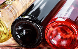 Bottiglie di vino delle specie differenti Immagini Stock