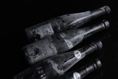 Bottiglie di vino di Murfatlar molto vecchie, isolato Fotografia Stock