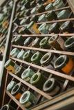 Bottiglie di vino in scatola di legno Fotografie Stock