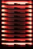Bottiglie di vino in un frigorifero illuminato del vino Immagini Stock