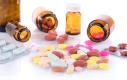 Bottiglie e bolle con le pillole Fotografia Stock Libera da Diritti