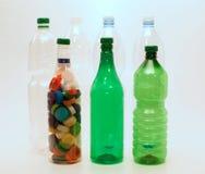 Bottiglie e tazze di plastica per riciclare Fotografia Stock