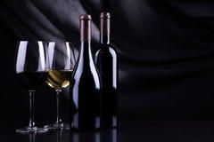 Bottiglie e vetri di vino Fotografia Stock Libera da Diritti