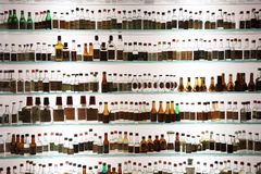 Bottiglie molto vecchie dell'uva fotografia stock