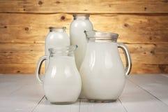 Bottiglie per il latte e decantatori Immagine Stock