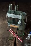 Bottiglie trasparenti vuote del macro tiro Fotografia Stock
