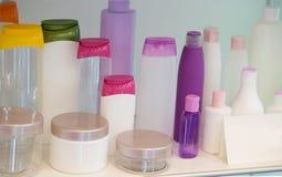Bottiglie vuote della plastica dei prodotti di bellezza Immagine Stock Libera da Diritti
