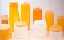 Bottiglie vuote della plastica dei prodotti di bellezza Immagini Stock Libere da Diritti
