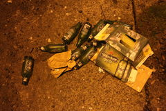 Bottiglie vuote di Heineken immagine stock