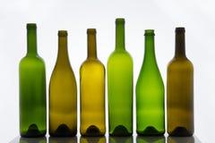 Bottiglie vuote di vino su fondo bianco Fotografie Stock