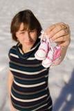 Bottini e donna incinta Fotografia Stock Libera da Diritti