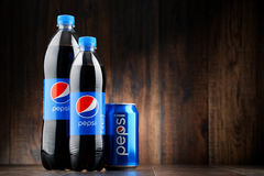 Bottle and can of carbonated soft drink Pepsi Royalty Free Stock Images
