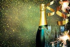 bottle champagne lyckligt nytt år Fotografering för Bildbyråer