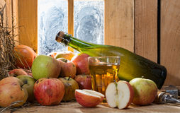 Bottle and glass of cider with apples Royalty Free Stock Photos