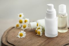 Bottles with cosmetic products and fresh chamomile flowers Royalty Free Stock Photography