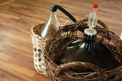 bottles hemlagad wine Arkivbild