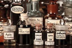 bottles homeopathic olikt medicinapotek Arkivfoto