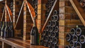 bottles hyllan Royaltyfri Foto