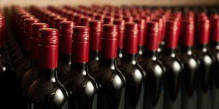 Free Bottles Of Wine In Winecellar Redy For Packing And Delivery Stock Photos - 132649103