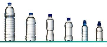 bottles olikt vatten arkivfoton