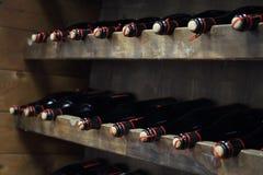 bottles rött vin arkivfoto