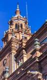 Bottom up mening van de linkertoren van het belangrijkste centrale gebouw bij het Vierkant van Spanje stock afbeeldingen