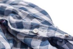 Bottone che ottiene di staccarsi la camicia Fotografie Stock Libere da Diritti