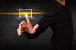 Bottone commovente dell'uomo d'affari di tecnologia con il raggiro arancio dei raggi luminosi Fotografia Stock Libera da Diritti