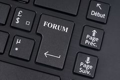 Bottone del forum su una tastiera di computer fotografia stock libera da diritti