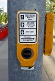 Bottone di attraversamento Fotografie Stock Libere da Diritti