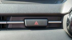 Bottone di emergenza sull'automobile moderna immagini stock libere da diritti