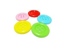 Bottone di plastica variopinto del panno isolato su fondo bianco Immagini Stock