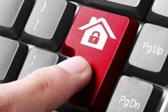 Bottone domestico rosso sulla tastiera Fotografie Stock