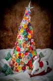 Bottone fatto a mano e Pin Christmas Tree fotografie stock libere da diritti