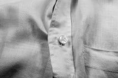 Bottone sulla camicia bianca Immagine Stock Libera da Diritti