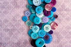 Bottoni blu su fondo grungy immagini stock