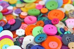 Bottoni della merceria, colorati brillantemente Immagini Stock
