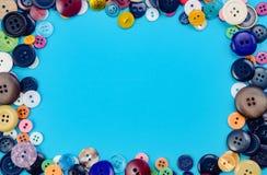 Bottoni di cucito sul blu Fotografie Stock Libere da Diritti