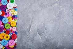 Bottoni di plastica variopinti dell'abbigliamento Fotografie Stock Libere da Diritti