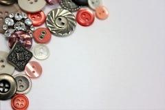 Bottoni di rosa d'argento e di color salmone Immagini Stock