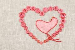 Bottoni rosa nel modulo del cuore Immagini Stock Libere da Diritti