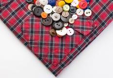 Bottoni su una camicia di plaid Fotografia Stock