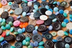 Bottoni variopinti per abbigliamento Immagini Stock Libere da Diritti