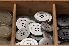 Bottoni variopinti in una scatola Fotografie Stock Libere da Diritti