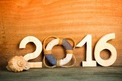 Bouée de sauvetage au lieu du chiffre 0 dans le numéro 2016 et le coquillage Photographie stock libre de droits