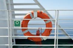 Bouée de sauvetage orange d'anneau Photos stock