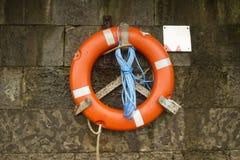 Bouée de sauvetage rouge Photo libre de droits
