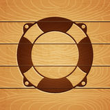 Bouée de sauvetage sur le fond en bois Image libre de droits